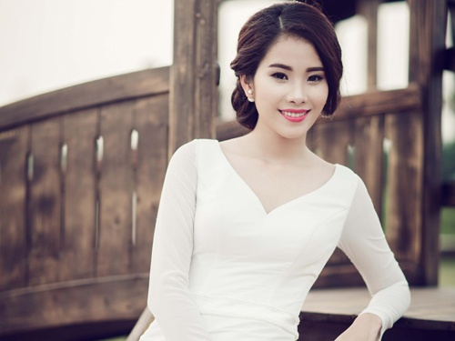 Hoa khoi Nam Em lam co dau goi cam o tuoi 19 hinh anh