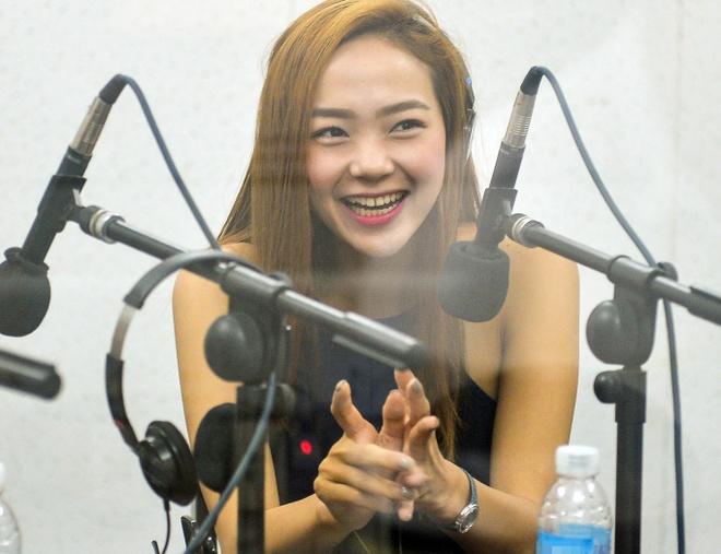 Minh Hang tat bat chay show tu sang som toi dem khuya hinh anh 3