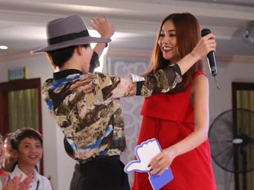 Thanh Hang yeu cau thi sinh Next Top chia tay ban gai hinh anh