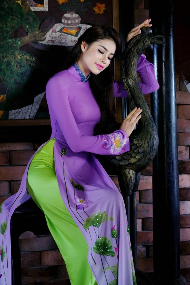 Pham Huong yeu kieu voi ao dai sac hoa mua thu hinh anh 2