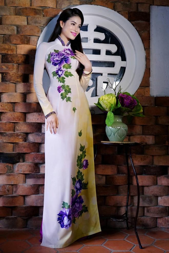 Pham Huong yeu kieu voi ao dai sac hoa mua thu hinh anh 6