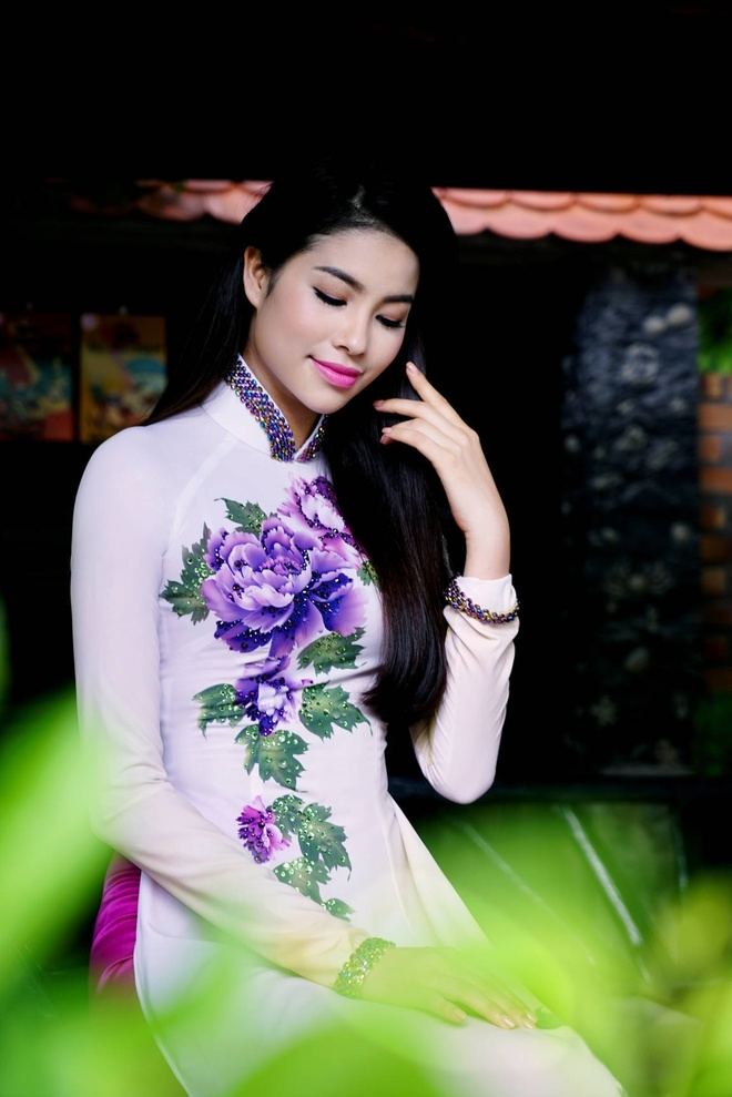 Pham Huong yeu kieu voi ao dai sac hoa mua thu hinh anh 7
