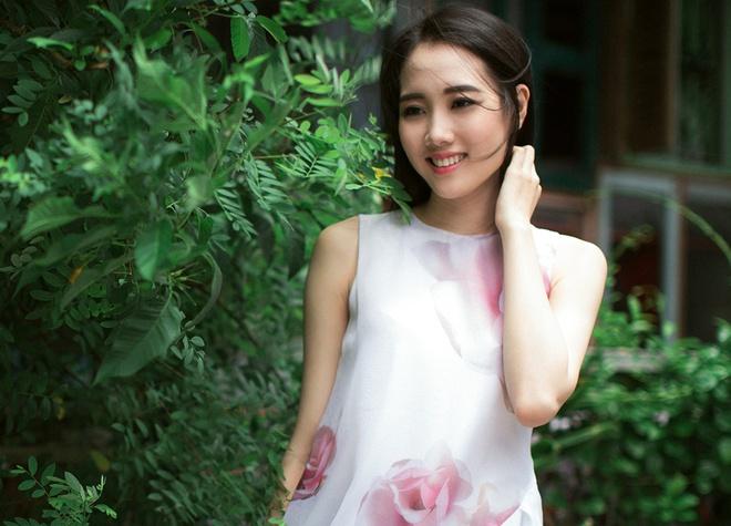 Vo 9X cua Ngo Quang Hai khoe ve dep trong treo hinh anh