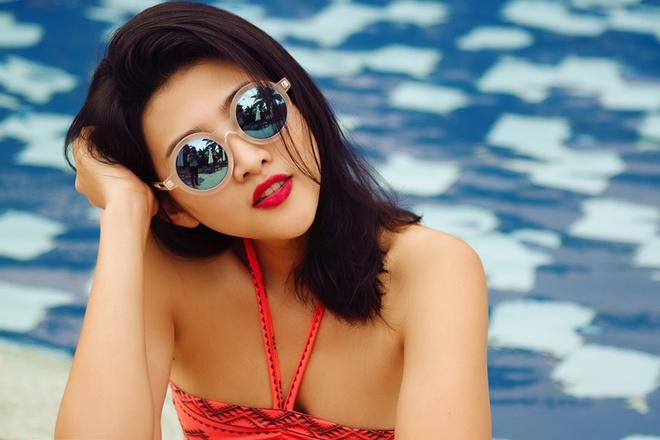 Ban gai cau thu Sy Manh dien bikini khoe dang chuan hinh anh 3