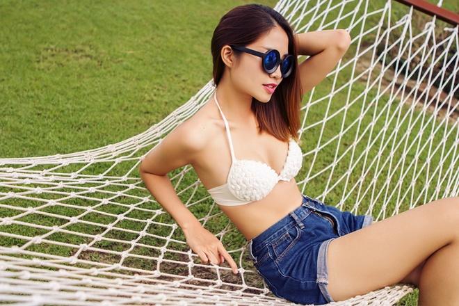 Ban gai cau thu Sy Manh dien bikini khoe dang chuan hinh anh 5