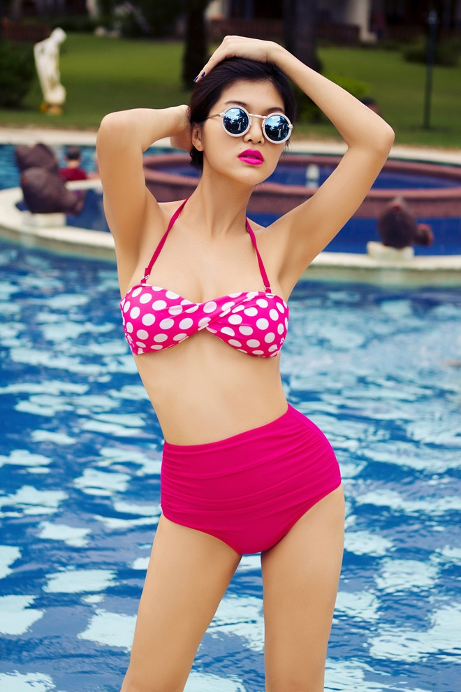 Ban gai cau thu Sy Manh dien bikini khoe dang chuan hinh anh 6