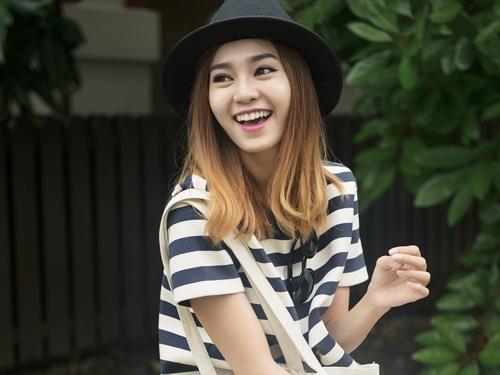Ninh Duong Lan Ngoc sanh dieu tren duong pho Singapore hinh anh