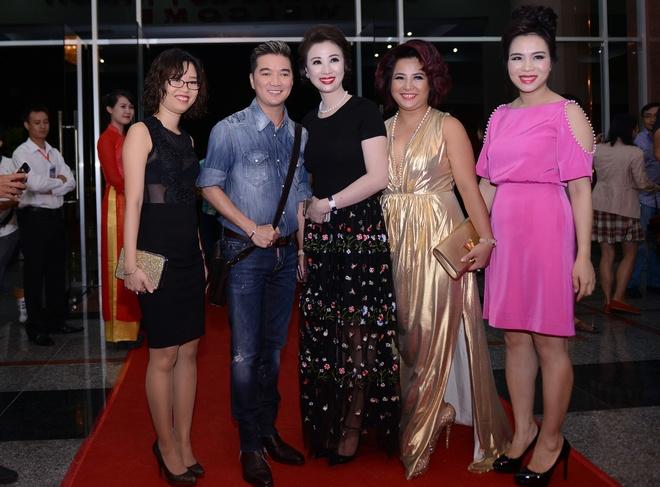 Mai Phuong Thuy thay hai bo dam goi cam tren tham do hinh anh 7