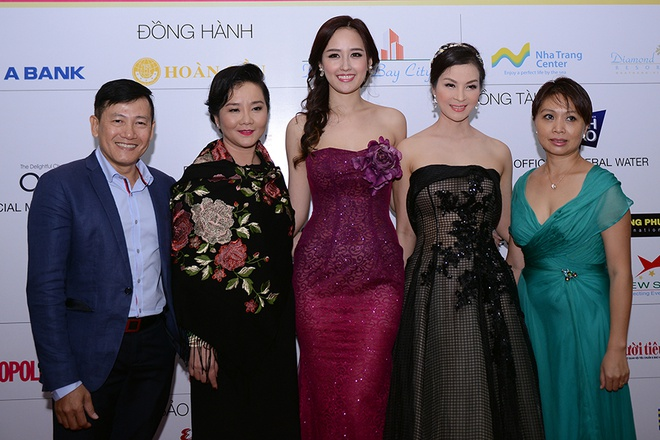 Mai Phuong Thuy thay hai bo dam goi cam tren tham do hinh anh 8