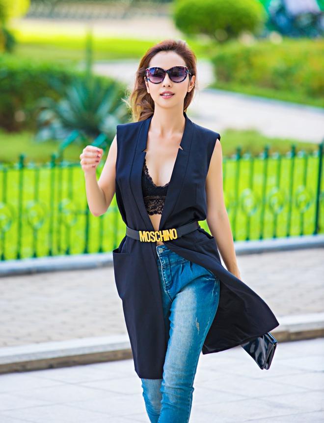 Jennifer Pham dien bra-top goi cam dao pho hinh anh 1