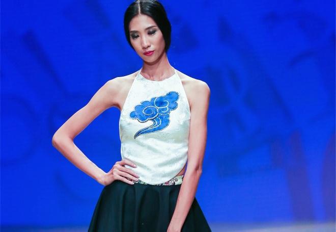 Trang Pham dien yem dao catwalk o Tuan le thoi trang Viet hinh anh