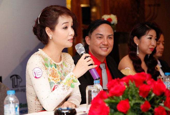 Mai Thu Huyen khoe dang voi ao dai o su kien hinh anh 4