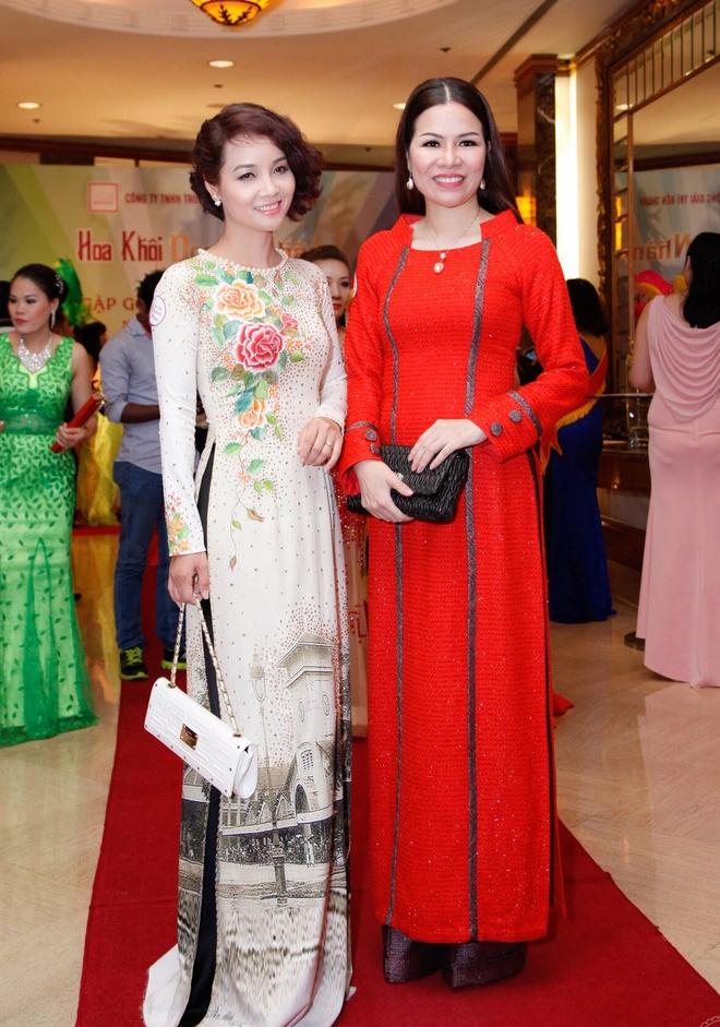 Mai Thu Huyen khoe dang voi ao dai o su kien hinh anh 5