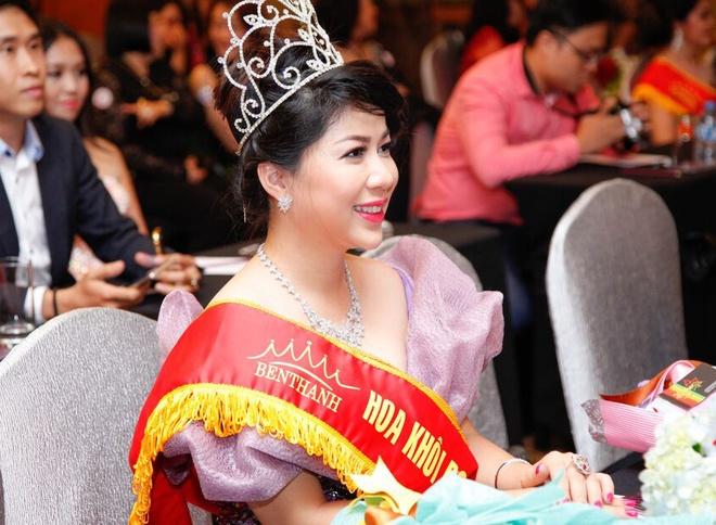 Mai Thu Huyen khoe dang voi ao dai o su kien hinh anh 7