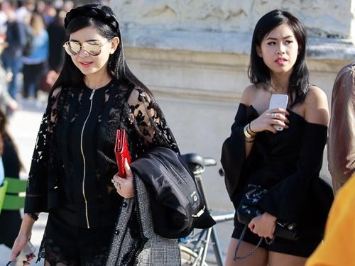 Me va em chong Ha Tang sanh dieu o Paris Fashion Week hinh anh