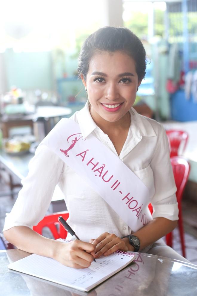 Hoa hau Pham Huong gian di di tu thien hinh anh 4