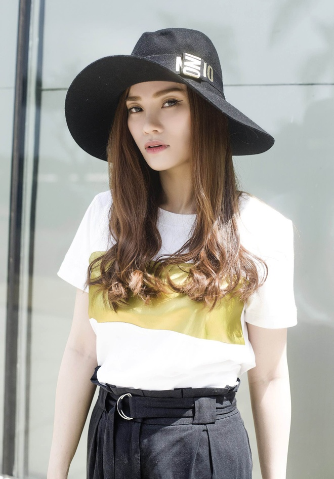 Street style thanh lich cua Thu Thuy hinh anh 6