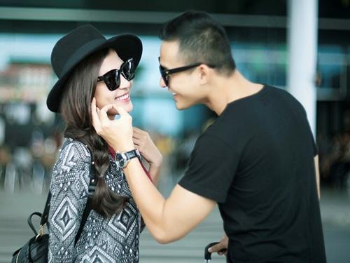 Luong The Thanh cham soc ba xa Thuy Diem o san bay hinh anh