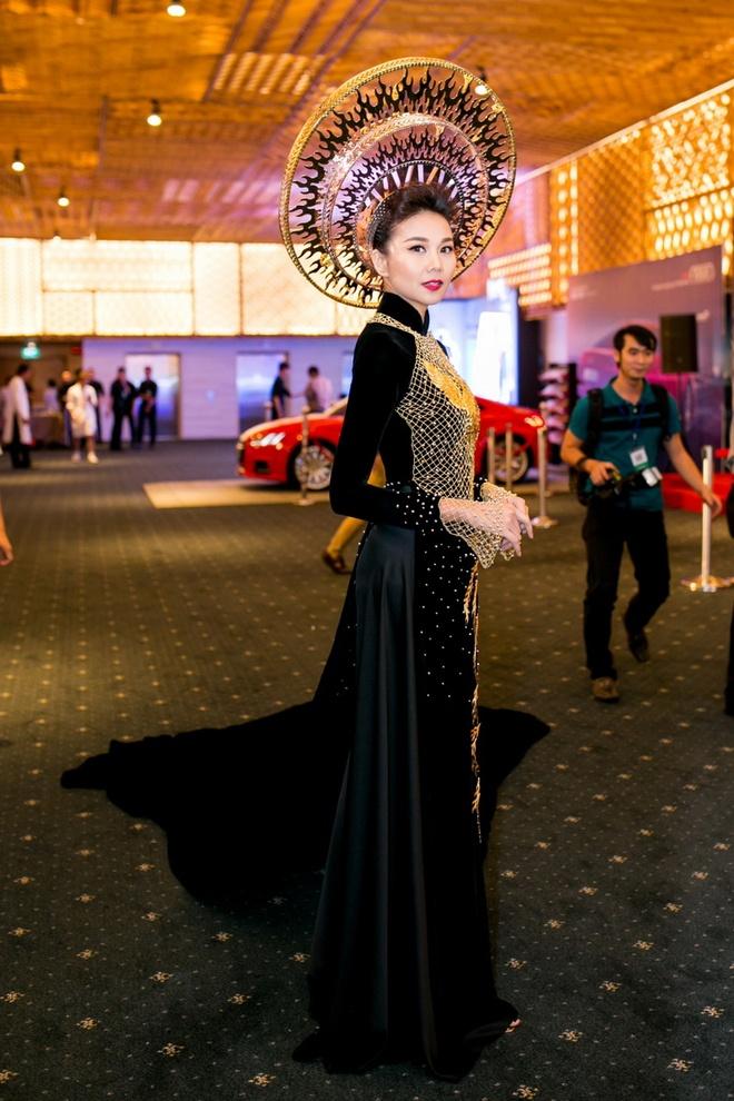 Thanh Hang dien ao dai dat vang 1,2 ty dong hinh anh 1
