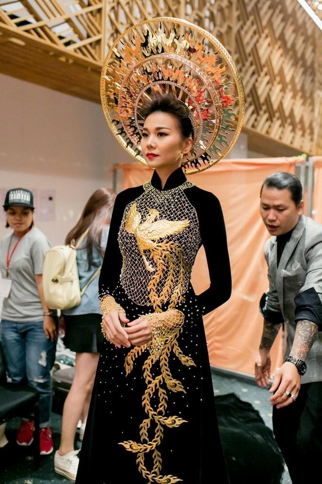 Thanh Hang dien ao dai dat vang 1,2 ty dong hinh anh 2