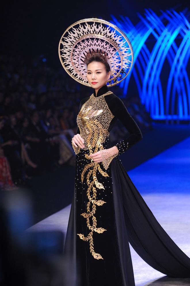 Thanh Hang dien ao dai dat vang 1,2 ty dong hinh anh 7
