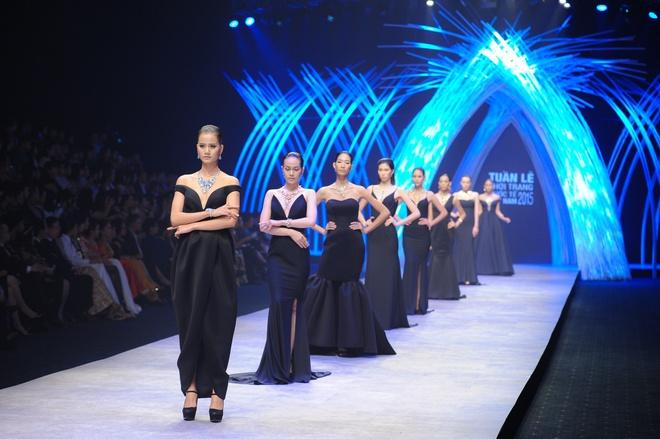 Thanh Hang dien ao dai dat vang 1,2 ty dong hinh anh 9