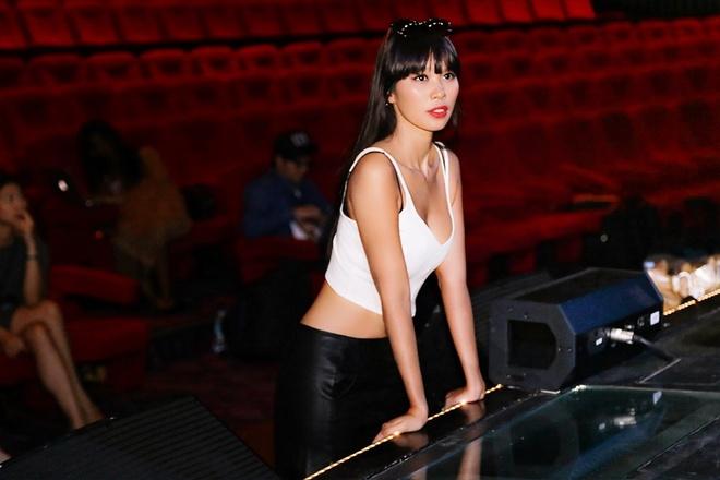 Ha Anh day catwalk cho thi sinh Miss Global 2015 hinh anh 1