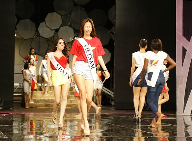 Ha Anh day catwalk cho thi sinh Miss Global 2015 hinh anh 5
