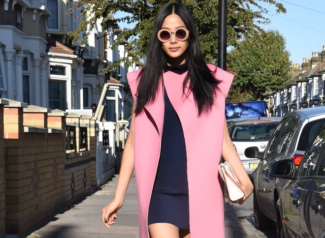 Hoang Thuy khoe street style sanh dieu tren duong pho London hinh anh
