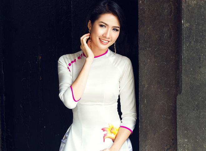 Phan Thi Mo duyen dang voi ao dai hinh anh