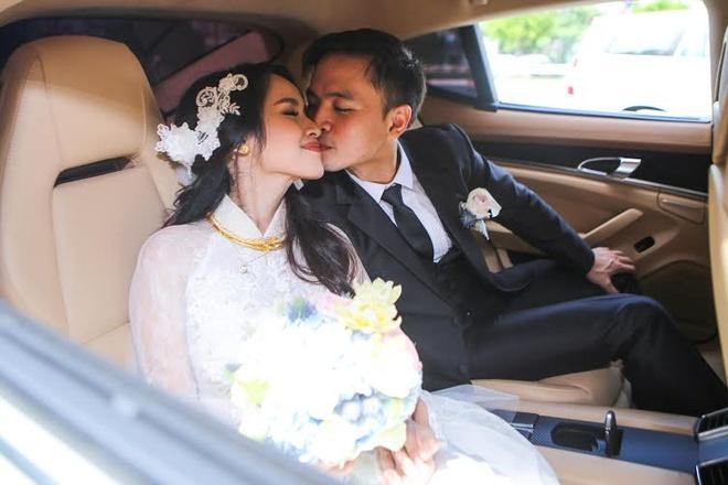 Van Anh be bong Tu Vi trong le vu quy hinh anh 13 Văn Anh vẫn không ngừng bày tỏ tình yêu với cô dâu trên xe hoa.