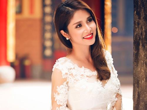 Ba xa Phan Thanh Binh e ap trong ta ao dai hinh anh