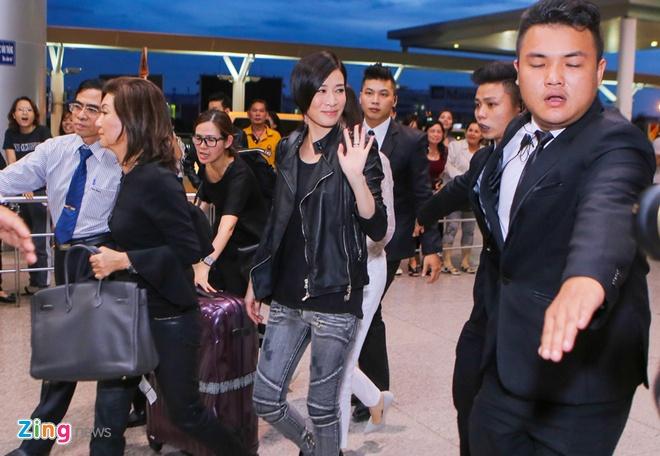 Fan ra san bay tien Xa Thi Man ve Hong Kong hinh anh 4