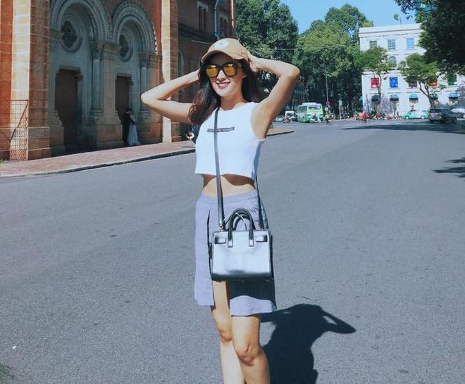 Street style cua Ho Ngoc Ha noi bat nhat tuan qua hinh anh 8