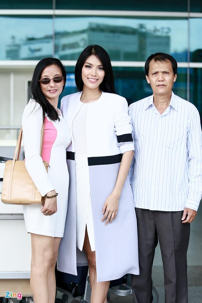 Bo me tien Lan Khue len duong thi Hoa hau The gioi hinh anh 3