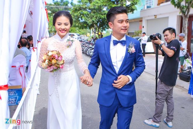 Van Trang hon ong xa say dam trong dam hoi hinh anh 12