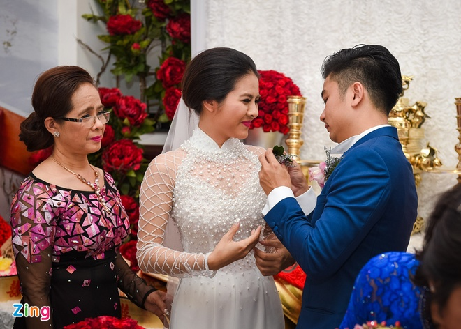 Van Trang hon ong xa say dam trong dam hoi hinh anh 10