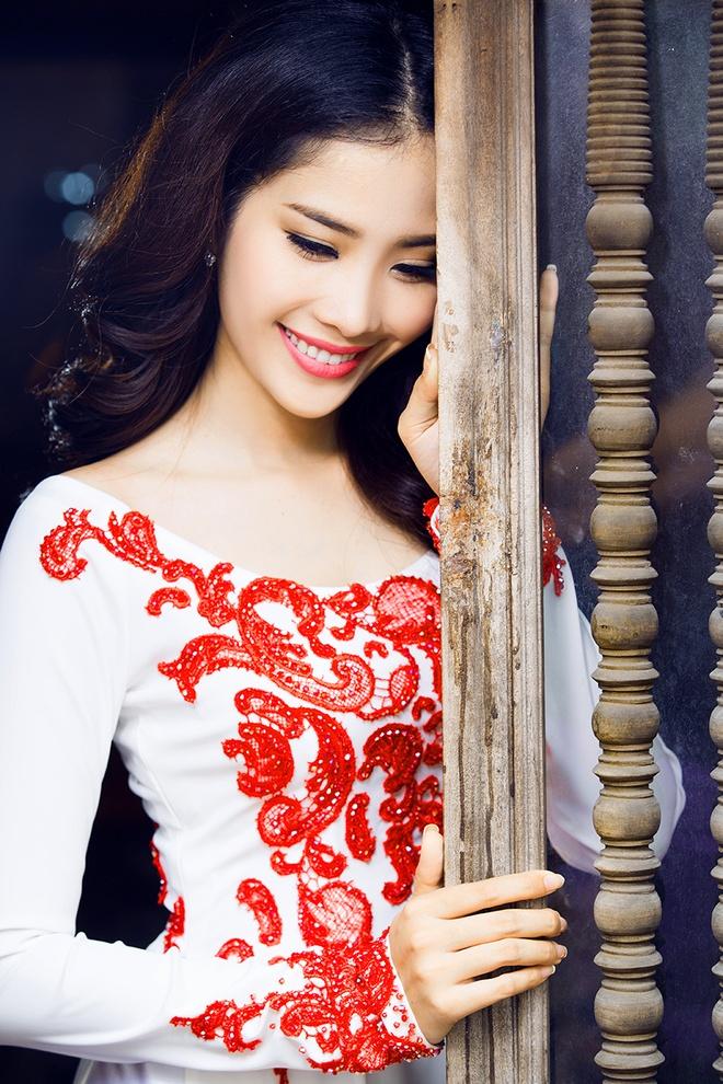 Hoa khoi Nam Em dien ao dai co thuyen nu tinh hinh anh 5
