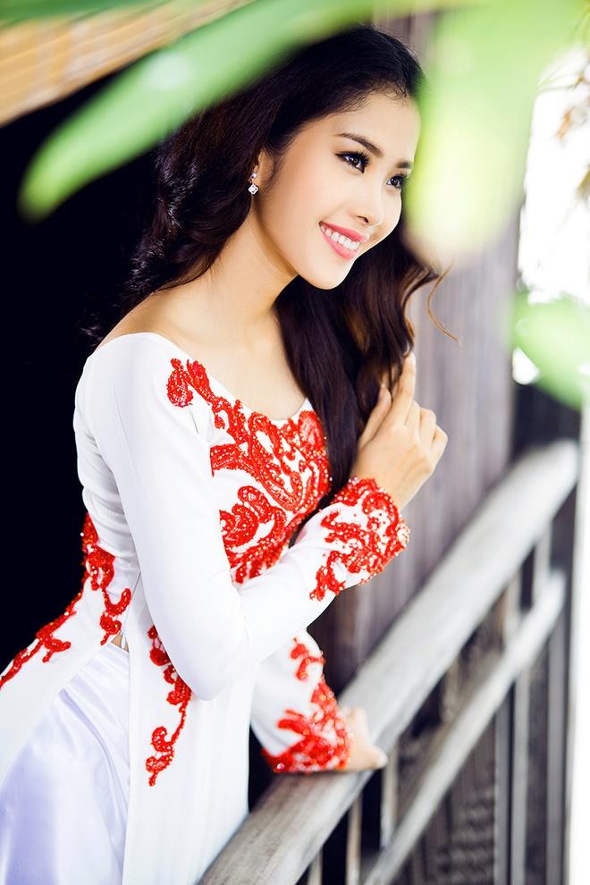 Hoa khoi Nam Em dien ao dai co thuyen nu tinh hinh anh 6