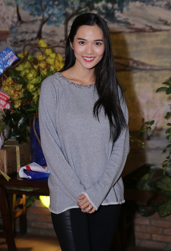 Có thai ở tháng 4, Kim Cương vẫn cùng chồng tham dự các sự kiện giải trí,  tiệc sinh nhật bạn thân. Ở giai đoạn đầu thai kỳ, người đẹp sinh năm ...