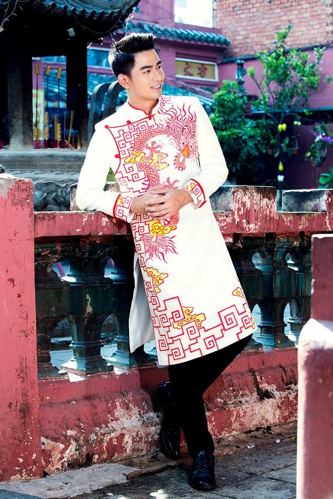 Hoang Long gioi thieu 5 mau ao dai cho phai manh hinh anh 1