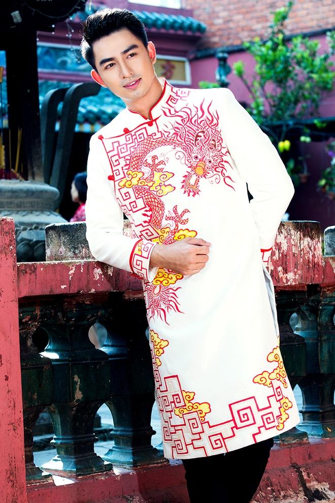 Hoang Long gioi thieu 5 mau ao dai cho phai manh hinh anh 2