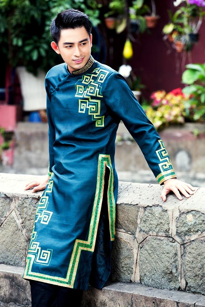 Hoang Long gioi thieu 5 mau ao dai cho phai manh hinh anh 6