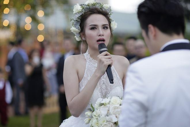 Diem Huong xin loi khach moi dam cuoi vi su co troi mua hinh anh 17