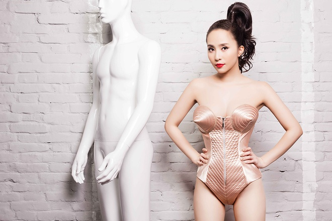 Quynh Nga khoe duong cong voi jumpsuits anh kim hinh anh 5