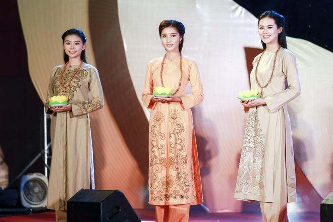 Trieu Thi Ha, Mai Thu Huyen dien thoi trang ao dai Phat tu hinh anh 2