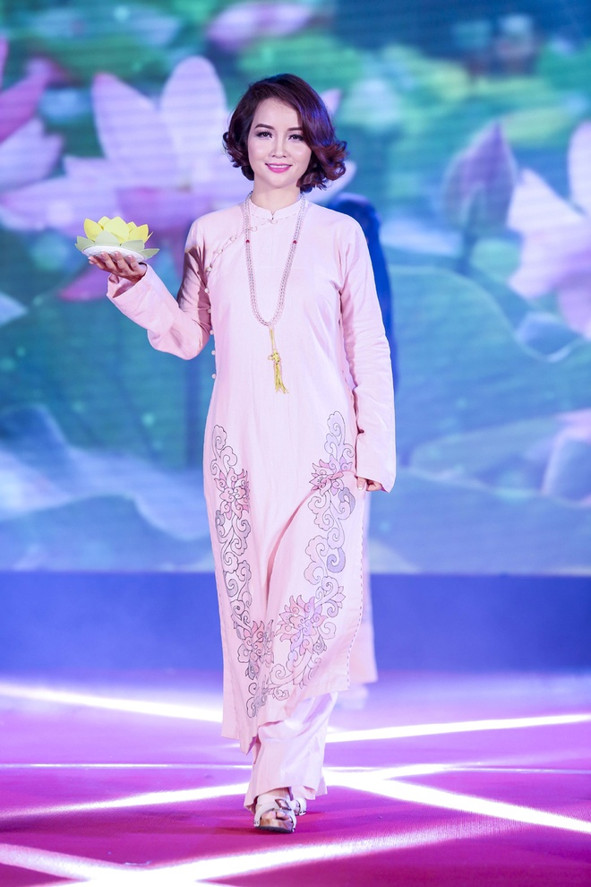 Trieu Thi Ha, Mai Thu Huyen dien thoi trang ao dai Phat tu hinh anh 3