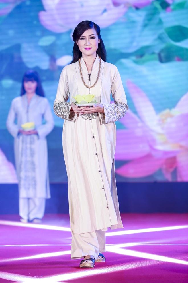 Trieu Thi Ha, Mai Thu Huyen dien thoi trang ao dai Phat tu hinh anh 4