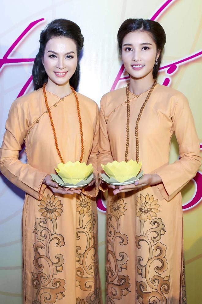 Trieu Thi Ha, Mai Thu Huyen dien thoi trang ao dai Phat tu hinh anh 6