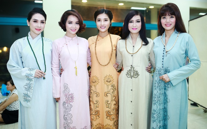 Trieu Thi Ha, Mai Thu Huyen dien thoi trang ao dai Phat tu hinh anh 7